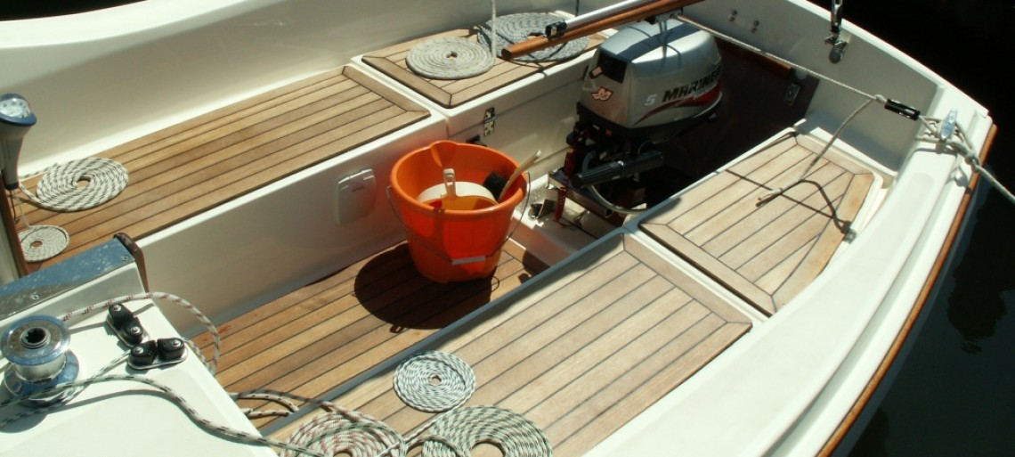 Teak deck, expensive but very pleasing to the eye and feet!